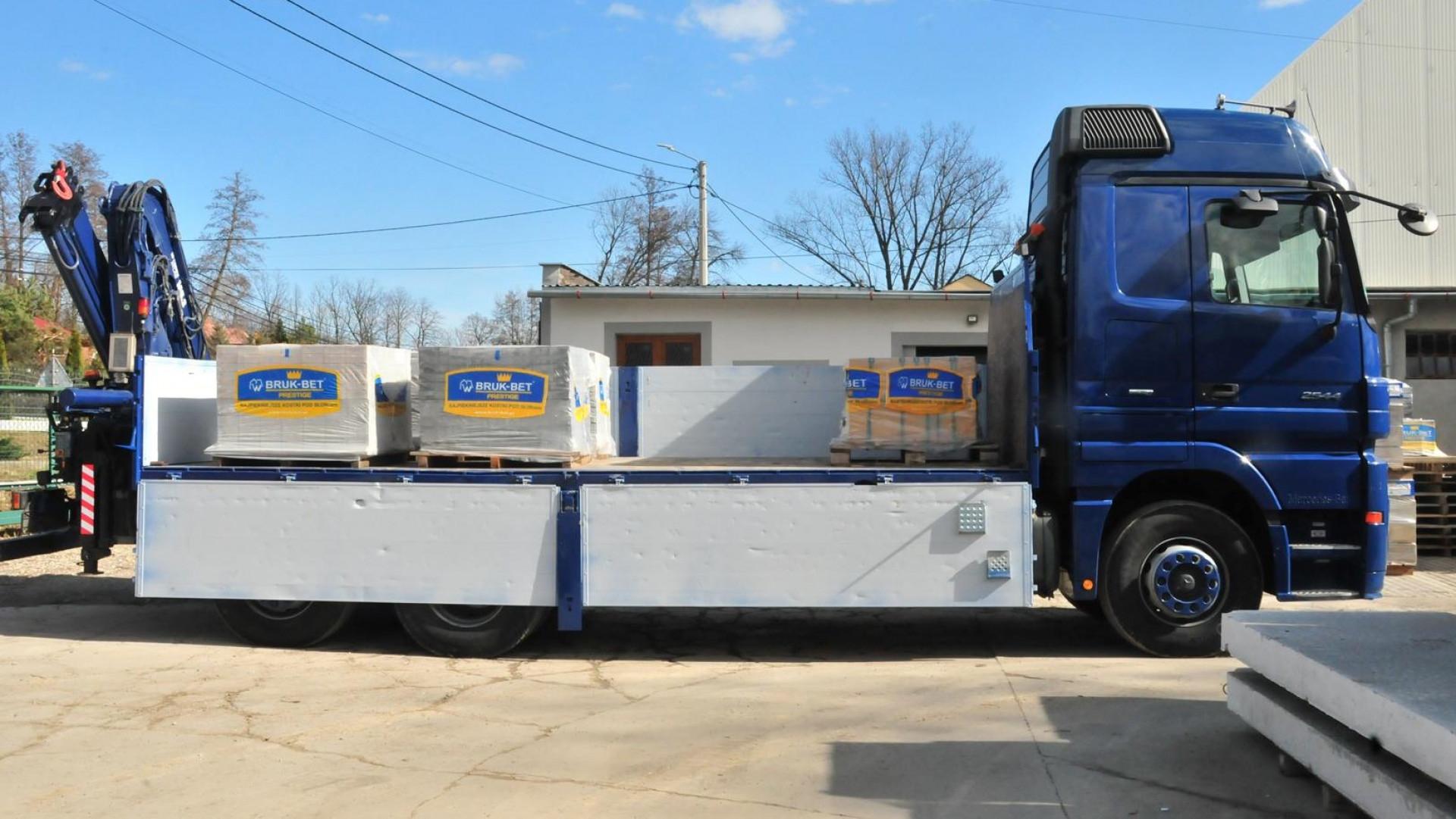 Własny transport zapewnia profesjonalną obsługę naszego klienta