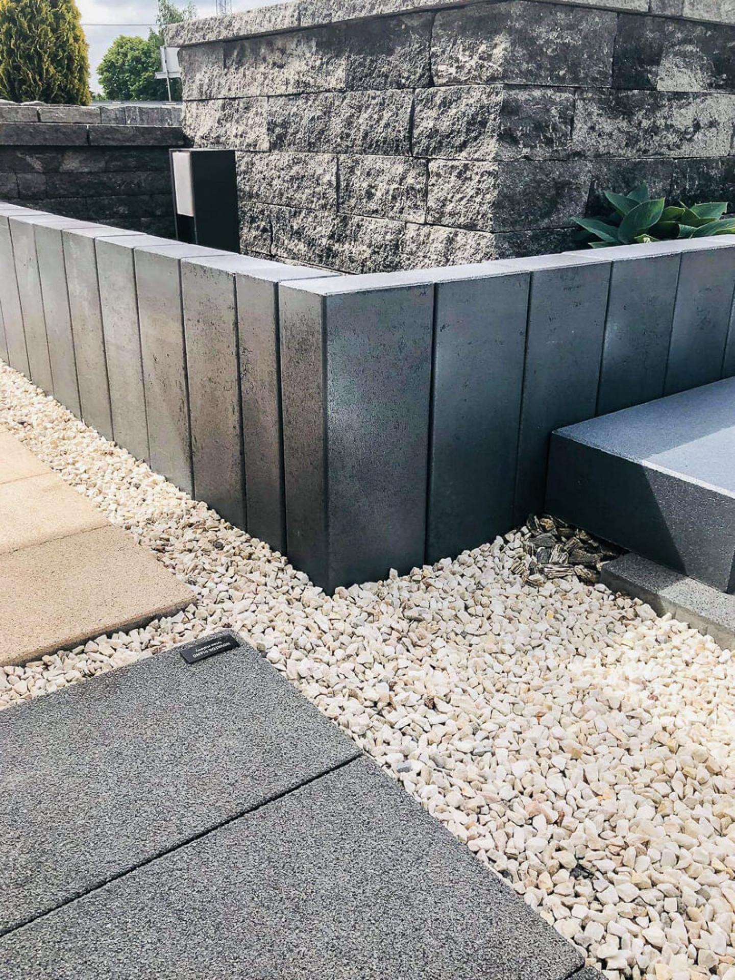Palisada Novator: perła stalowo-srebrna